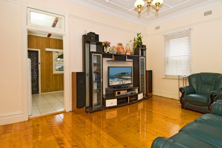 26 Jeffrey Street Canterbury , NSW 2193 AUS