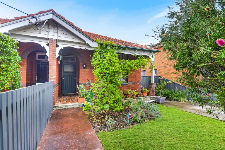 33 Fletcher Street Campsie , NSW 2194 AUS