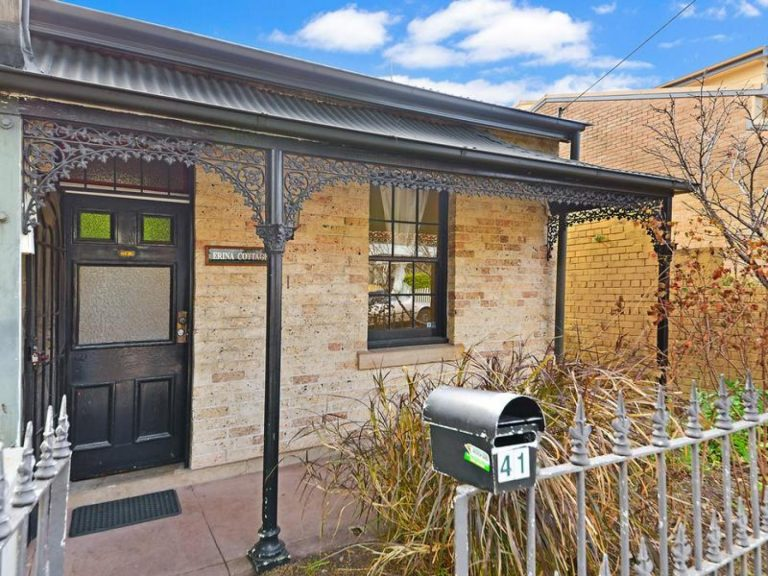 41 Holmesdale Street Marrickville , NSW 2204 AUS