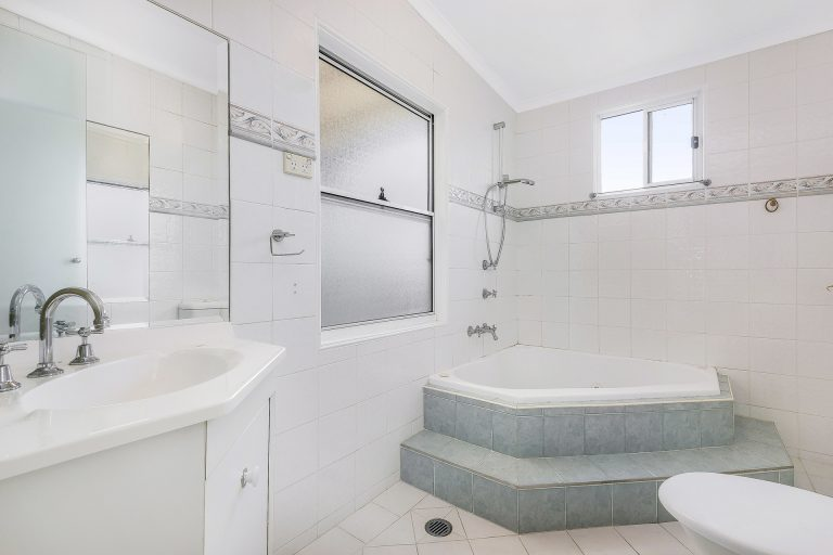 39 Kemp Street Mortdale , NSW 2223 AUS