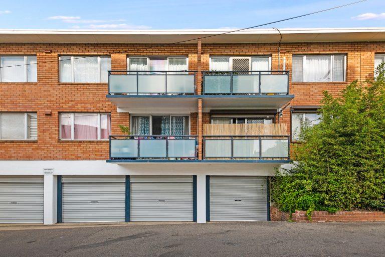 1/98 Petersham Road Marrickville , NSW 2204 AUS