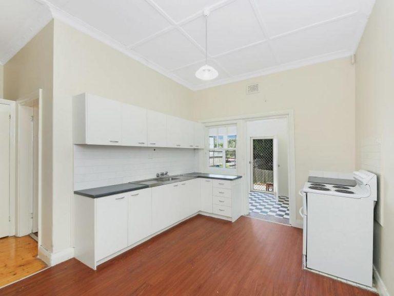 2/18 The Boulevarde Lewisham , NSW 2049 AUS